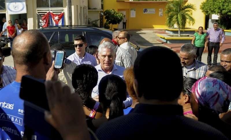En la imagen el presidente de Cuba, Miguel Díaz-Canel, en el centro. AP