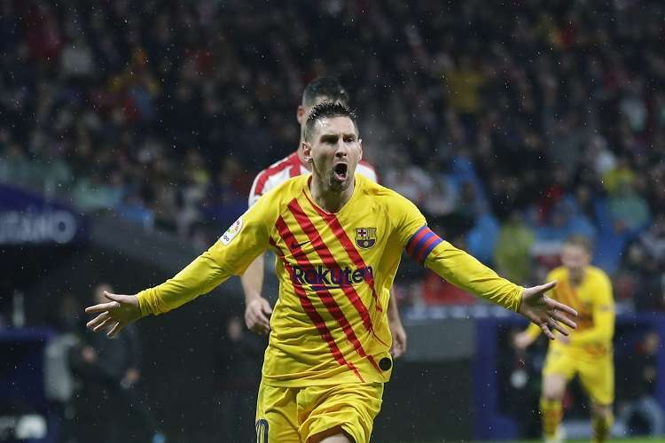 Lionel Messi  celebra su anotación con el Barcelona. Foto: AP