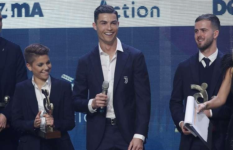 Cristiano Ronaldo fue premiado como mejor futbolista de la última Serie A. Foto: AP