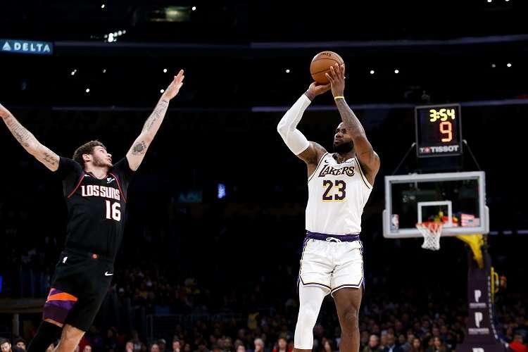 LeBron James van por su tercera victoria consecuitiva. Foto: AP