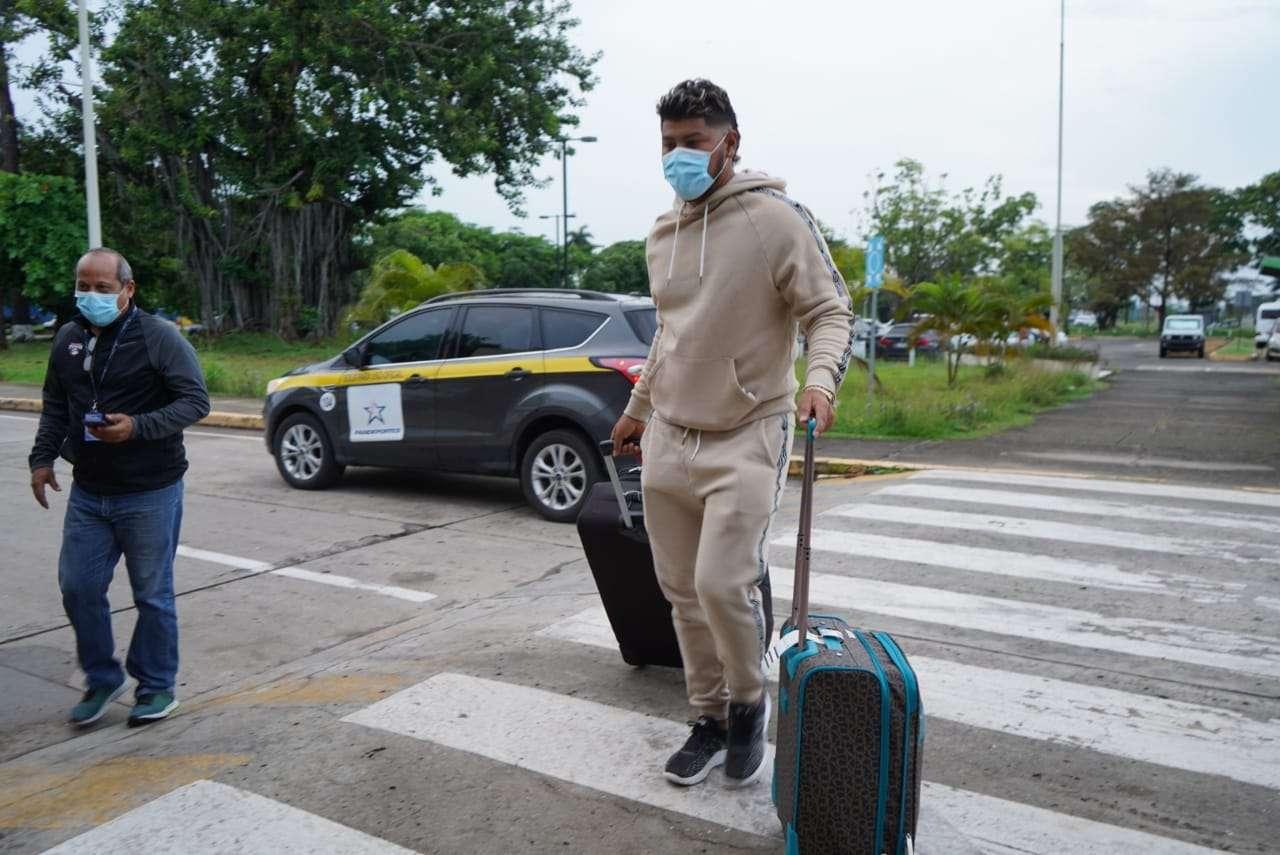 El lanzador Jaime Barría, de los Angelinos de Los Angeles, fue uno de los peloteros panameños que viajó hoy a Estados Unidos. Foto: Pandeportes
