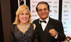 """La señora Felicidad junto a su esposo, Roberto """"Mano de Piedra"""" Durán."""