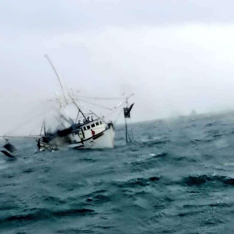 El barco camaronero se hundió