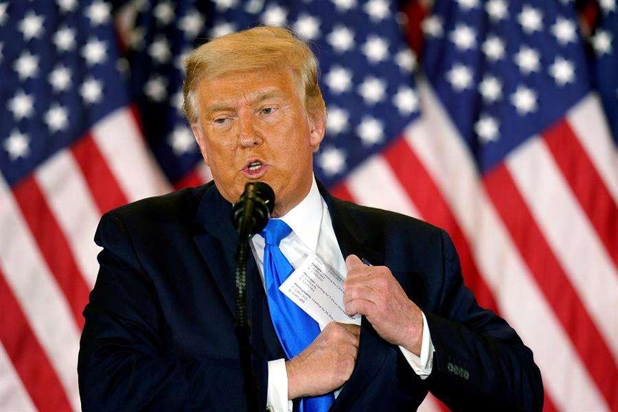 Donald Trump ha desaparecido de la vista de los estadounidenses, atrincherado en la Casa Blanca. EFE