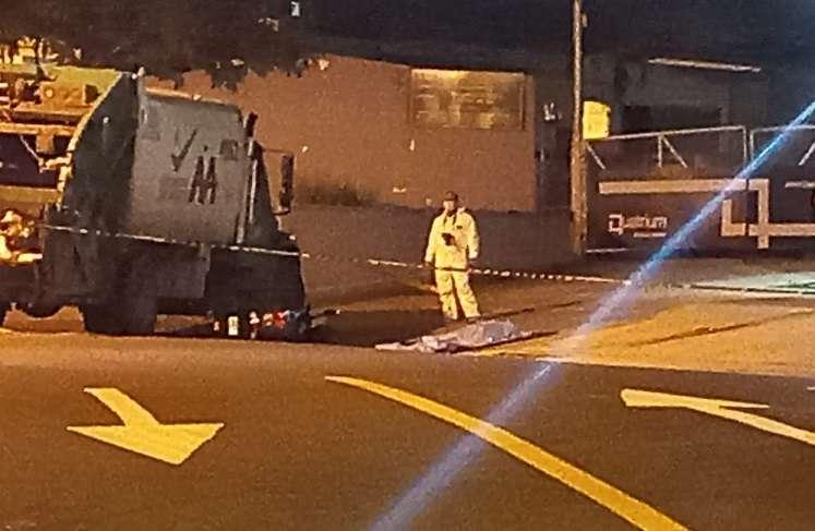 Camión de basura colisionó la motocicleta.