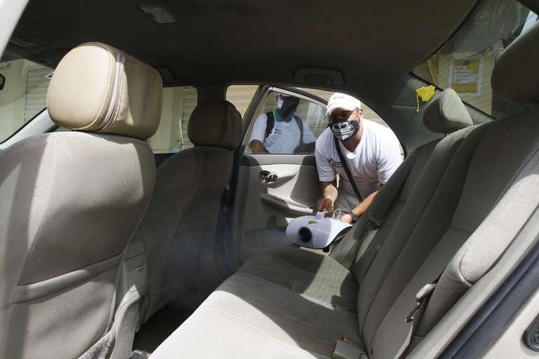 Minsa también realizó una jornada de nebulización en taxis. Foto: Edwards Santos