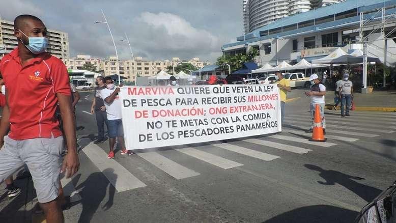 """Según los pescadores, lo que están pidiendo las agrupaciones que piden el veto parcial del proyecto de ley, """"va en contra del pueblo panameño"""". Foto: Landro Ortiz"""