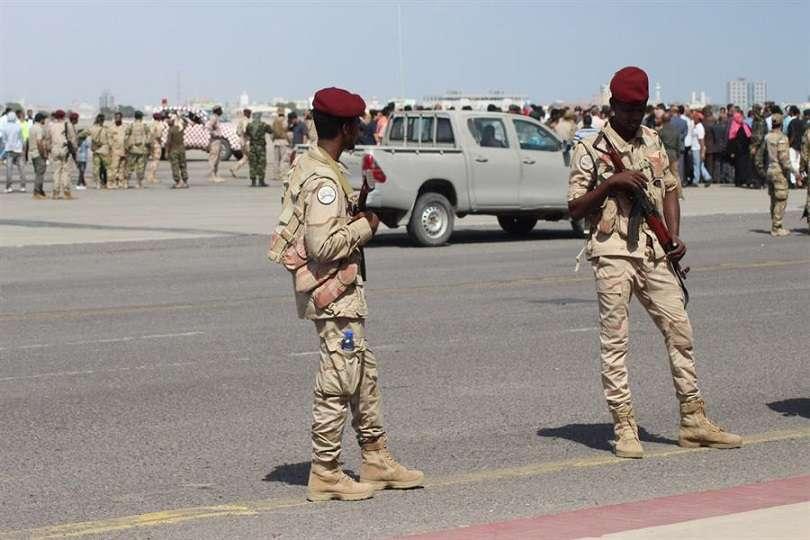 Ataque con misiles contra el aeropuerto de Aden, en el sur del Yemen. EFE