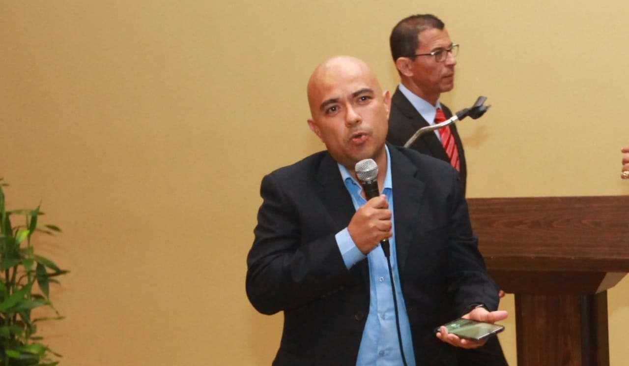 Joel González se dirige a la familia del boxeo. / Foto: Anayansi Gamez