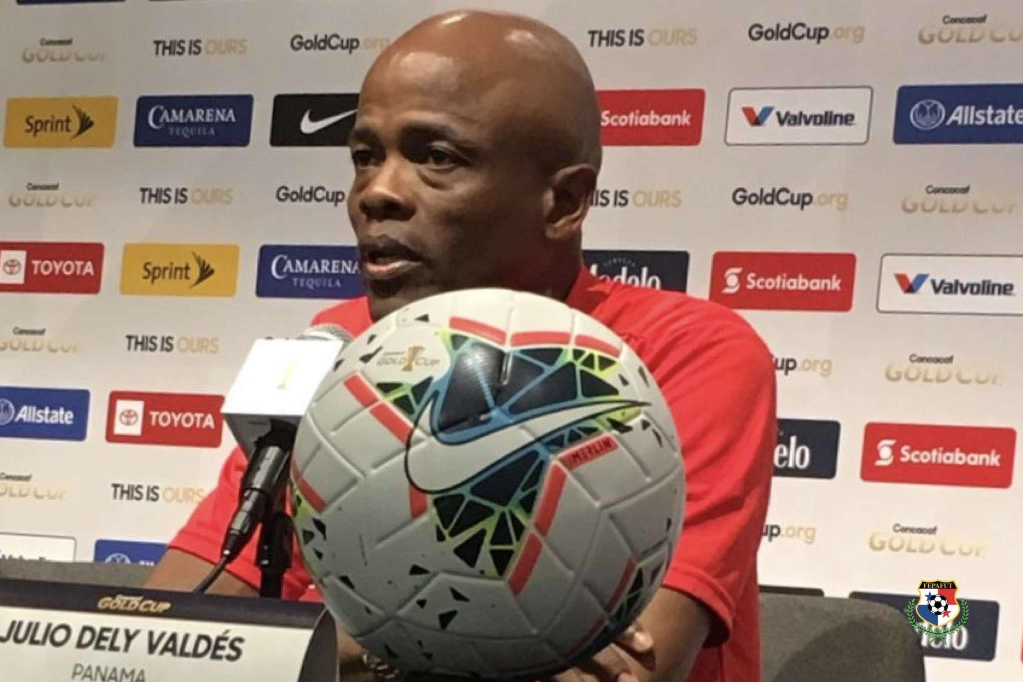 Julio Dely, seleccionador nacional. / Fepafut