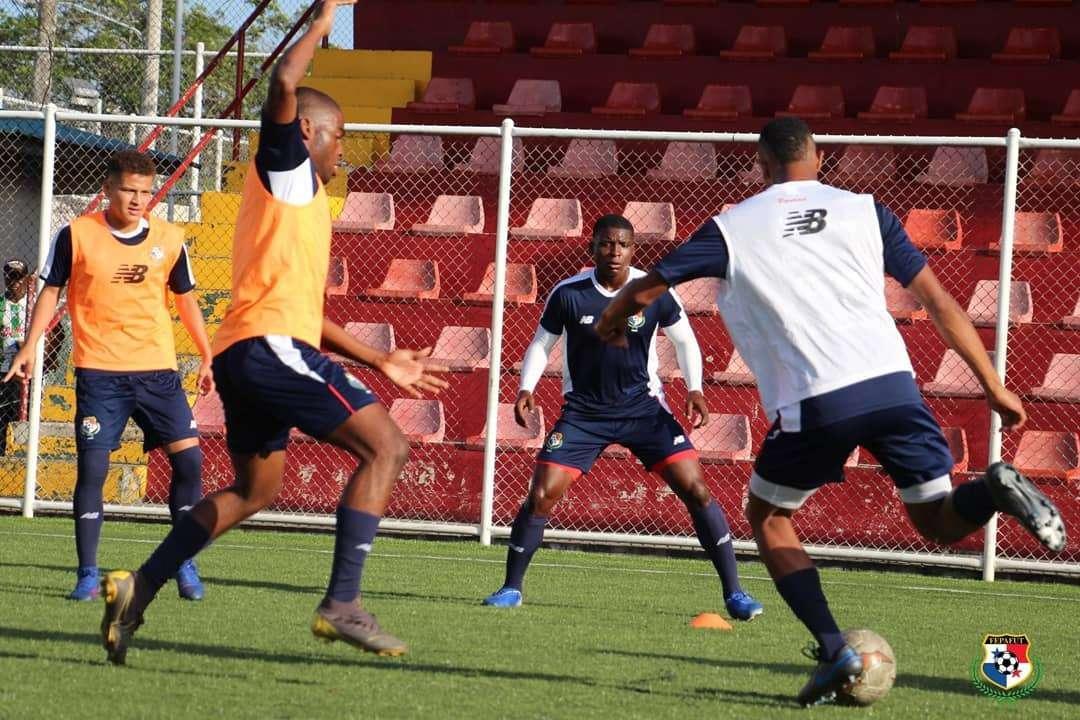 La preselección Sub-20 de Fútbol de Panamá entrenó bajo la dirección de Julio Dely Valdes