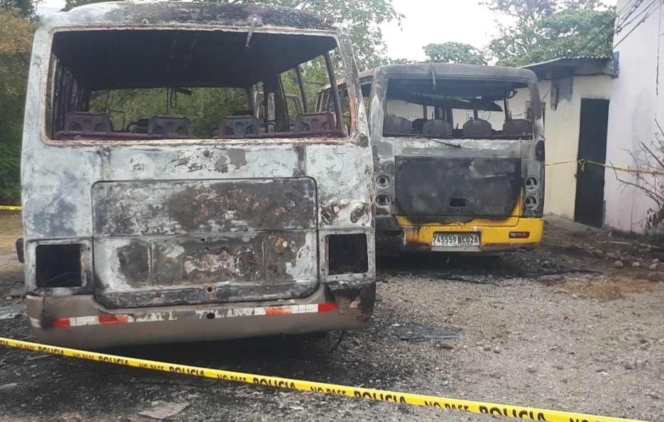 Buses incendiados. Foto: Mayra Madrid