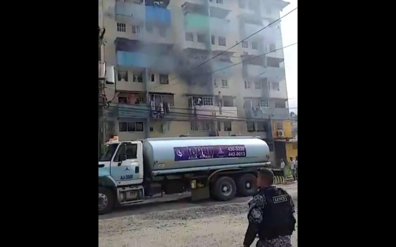 Vista general del incendio en Los Lagos, Colón.