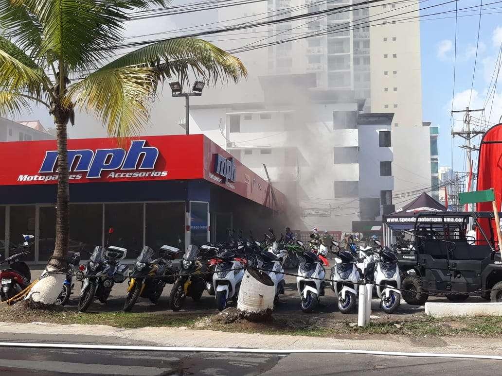 Vista de la parte externa del local afectado por las llamas en vía Brasil. Foto: @BCBRP
