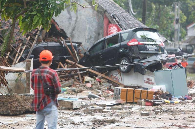 Un tsunami que golpeó anoche las costas del Estrecho de Sonda, entre las islas indonesias de Sumatra y Java, informó hoy la Agencia Nacional de Gestión de Desastres (BNPB). EFE