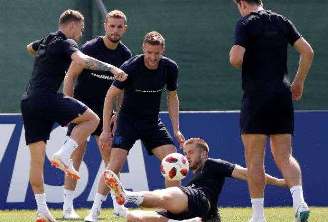 Los jugadores de la selección de Inglaterra participan en el entrenamiento. Foto:EFE