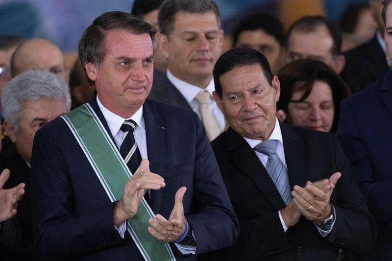 Jair Bolsonaro acumula cerca de 3 millones de seguidores en Twitter, 10,3 millones en Facebook, 9,3 millones en Instagram y 2,3 millones en YouTube. EFE