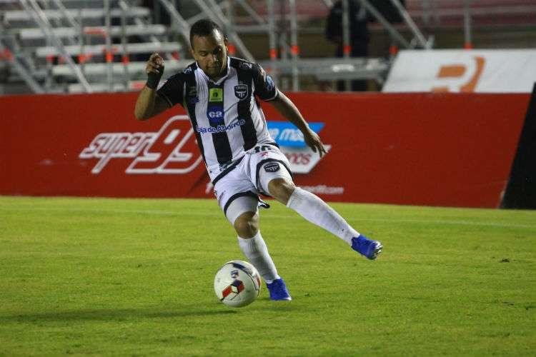 Jesús Chuito González fue un jugador importante en la obtención del título para el Tauro. Foto: Anayansi Gamez