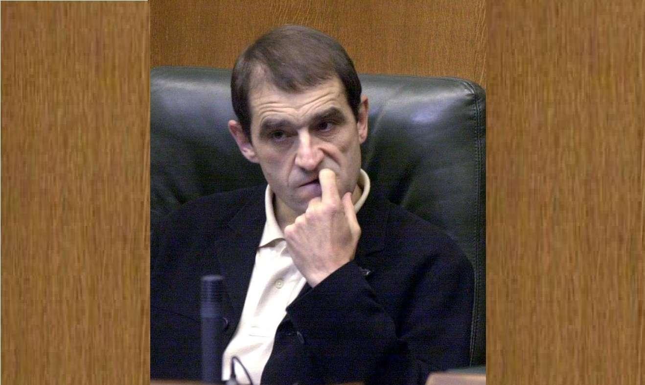 """Fotografía de archivo tomada en el Parlamento Vasco en Vitoria el 25 de octubre del 2001 del parlamentario vasco por Batasuna José Antonio Urruticoechea,""""Josu Ternera"""". EFE"""