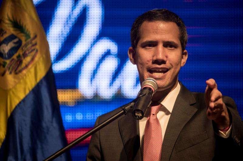 """El presidente de la Asamblea Nacional de Venezuela, Juan Guaidó, participa en un acto del """"Plan País"""" este miércoles, en el paraninfo de la Universidad Metropolitana de Caracas (Venezuela). EFE"""
