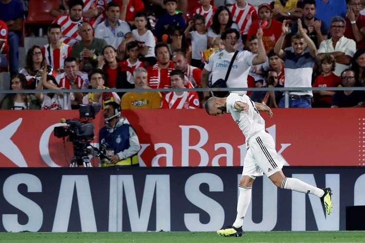 Karin Benzema, celebra el cuarto gol del equipo blanco durante el encuentro. Foto: EFE