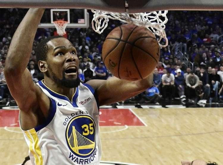 Durant ganó títulos con Golden State en 2017 y 18, pero estuvo lesionado durante buena parte de la última postemporada. Foto: AP