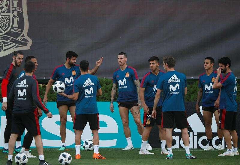 Jugadores de España asisten a un entrenamiento hoy, miércoles 27 de junio de 2018, durante el Mundial de Rusia 2018. Foto EFE