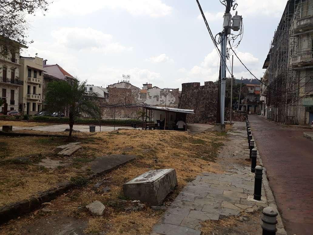 Vista general del terreno en donde se supone debe ser construido el proyecto de interés social. Foto: Edwards Santos