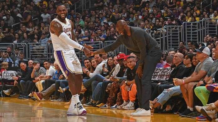 LeBron James y Kobe Bryant / AP