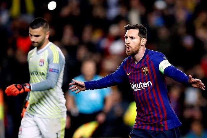 El delantero argentino del Barcelona Lionel Messi celebra su primer gol ante el Olympique de Lyon./ EFE