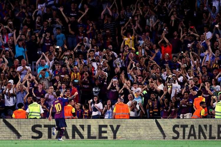 Messi celebra su gol, primero del equipo, durante el partido de la primera jornada de Liga. Foto: EFE