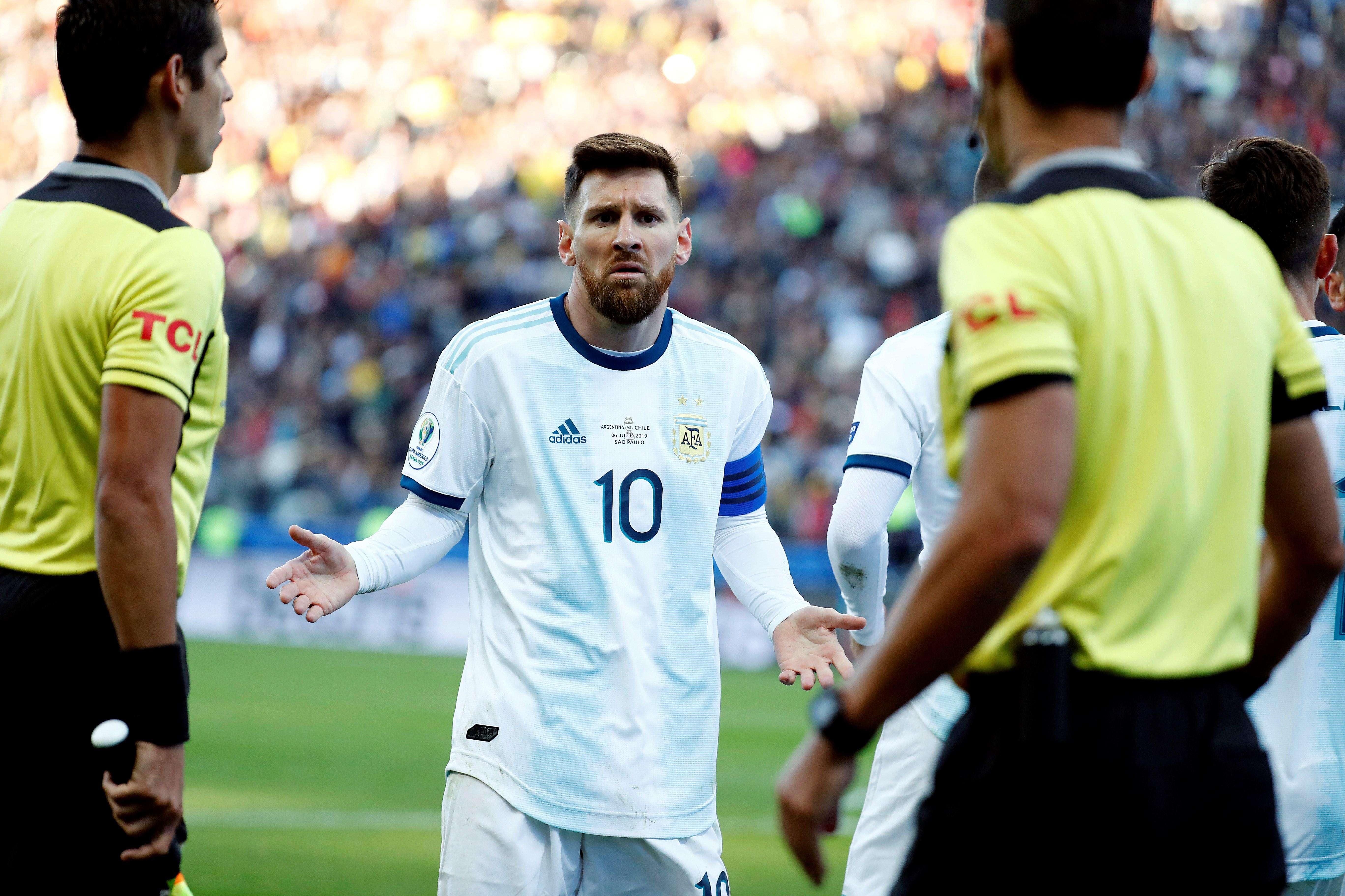 Messi declaró, después de que su selección fuera eliminada de la Copa América de Brasil, en julio, que hubo corrupción en el torneo. Foto:EFE