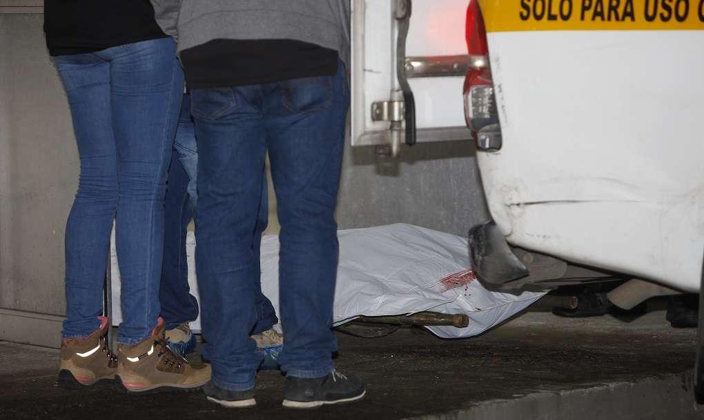 Vista general de la diligencia de levantamiento del cadáver. Foto: Alexander Santamaría