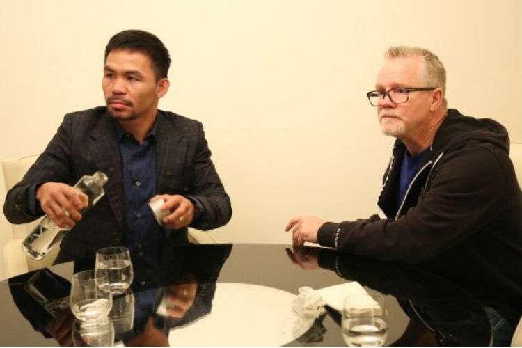 Manny Pacquiao (izq.) y Freddie Roach reunidos en Los Ángeles.