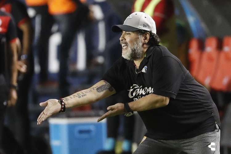 Diego Maradona no continuará al frente del equipo mexicano, tras dos temporadas al frente de su dirección técnica. Foto: AP