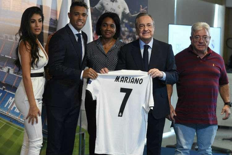 Mariano Díaz cuando fue presentado en su regreso al Real Madrid. Foto: EFE