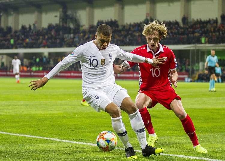 Kylian Mbappe en acción con su selección. Foto: EFE