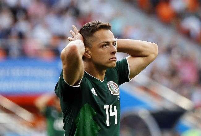 Chicharito lamenta la derrota mexicana ante Suecia.