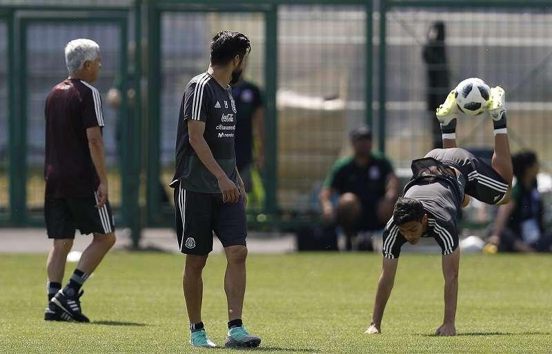 México se prepara para su partido ante Brasil, en octavos de final. Foto EFE