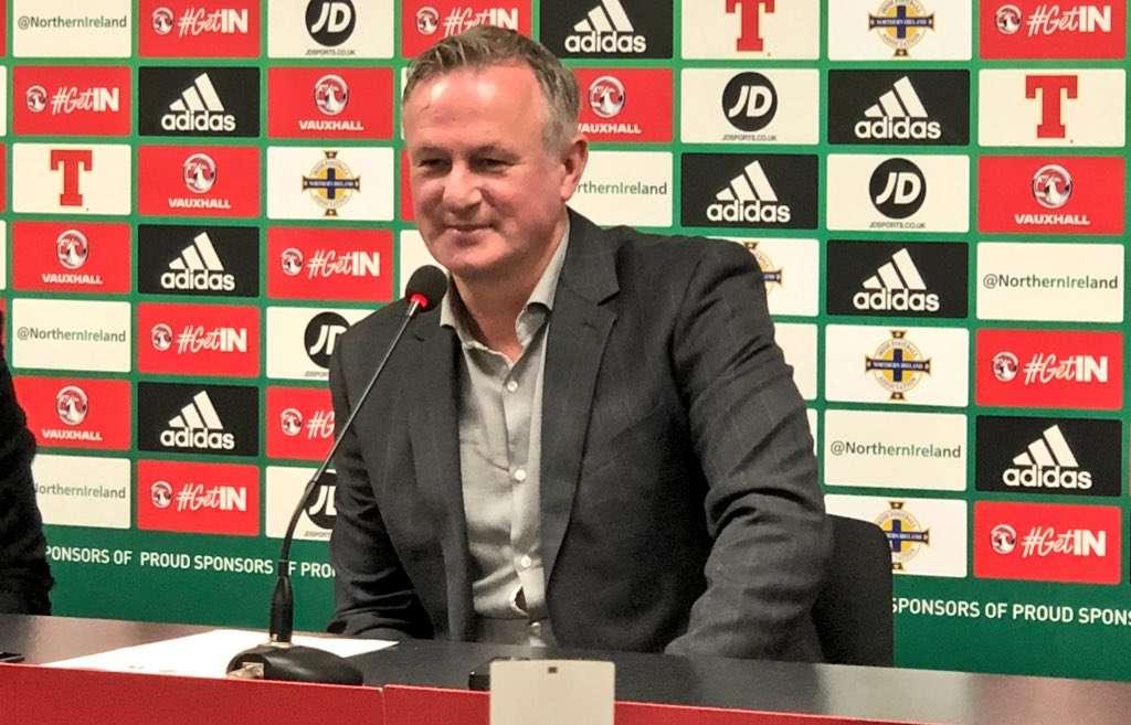El director de Irlanda del Norte, Michael O'Neill, le entregará la banda de capitán para el partido contra Panamá a Jonny Evans, jugador del West Bromwich Albion. Foto Twitter