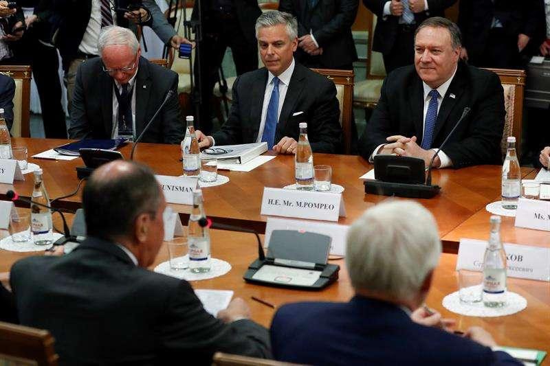 Mike Pompeo llega a Rusia en su primera visita en el cargo para hablar de la situación en Venezuela, donde Washington y Moscú mantienen posiciones enfrentadas, y el agravamiento de la crisis nuclear iraní, en otros asuntos. EFE