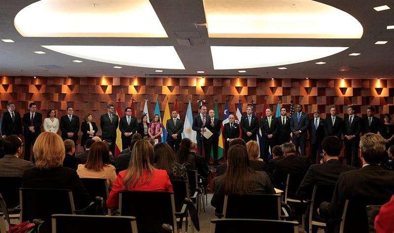 El canciller mexicano, Luis Videgaray (c), habla hoy, lunes 14 de mayo de 2018, durante la lectura del comunicado emitido por el Grupo de Lima, en Ciudad de México (México). EFE