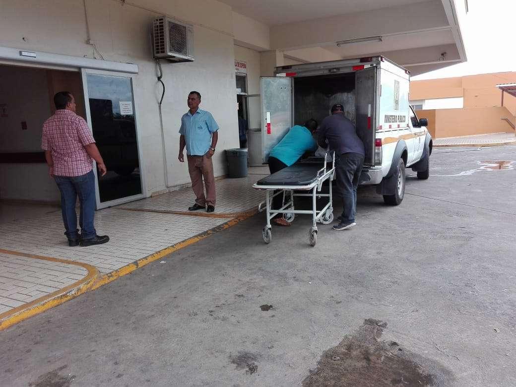 El cuerpo de la víctima fue enviado a  la morgue judicial. Foto: Eric Momtenegro