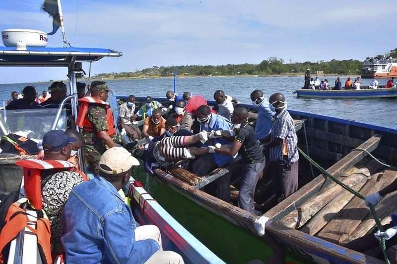 El número de muertos aumentó por encima de 100 después de que el ferry de pasajeros MV Nyerere zozobrara en el lago Victoria. AP