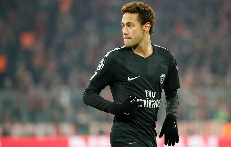 Neymar del París reacciona durante un partido por la fase de grupos de la Liga de Campeones de la UEFA. Foto: EFE