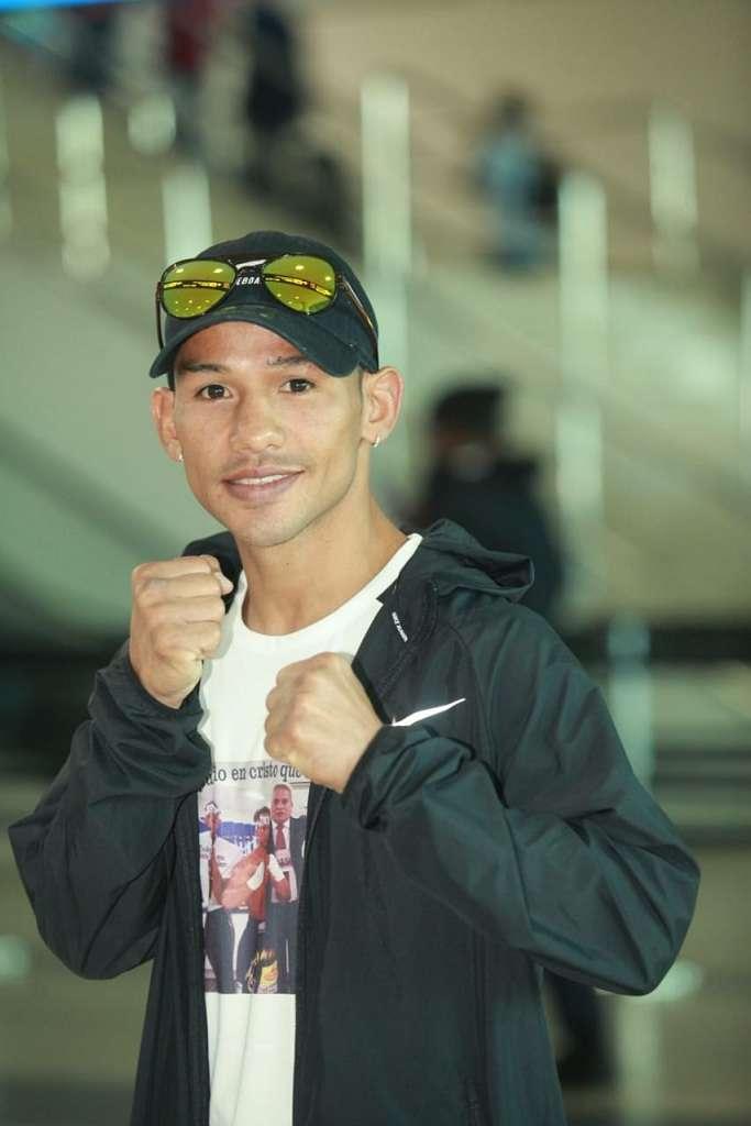"""Luis """"El Nica"""" Concepción en el aeropuerto de Tocumen previo a su viaje a Australia. Foto: Anayansi Gamez"""