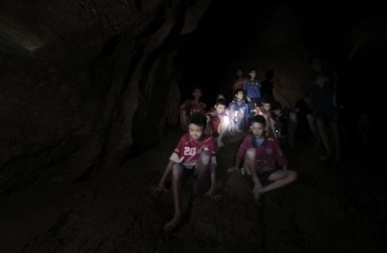 Los niños futbolistas tailandeses atrapados en una cueva. Foto:EFE