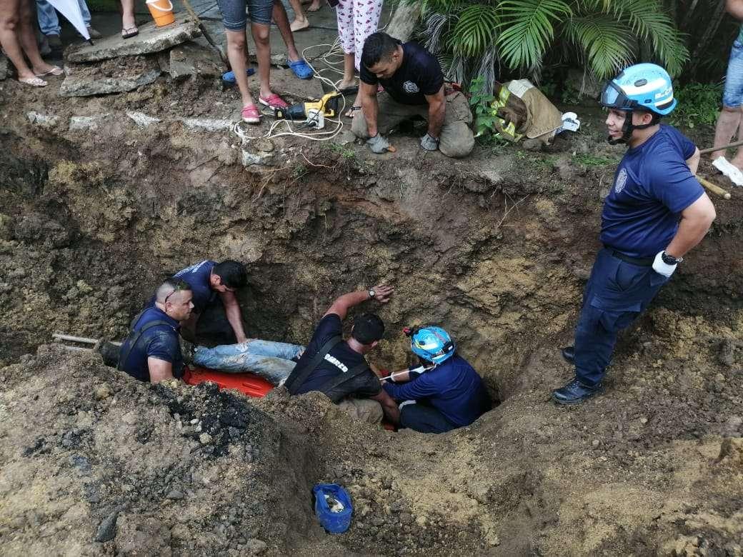 Vista general de las labores de rescate de los obreros semisepultados por alud en Las Tablas. Foto: @BCBRP