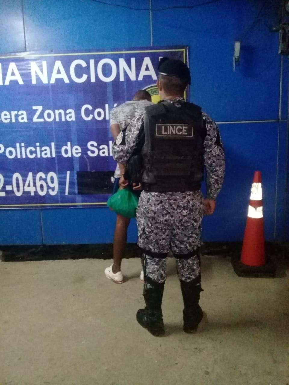 El hombre se les escapó a los oficiales del Sistema Penal Acusatorio de Colón.