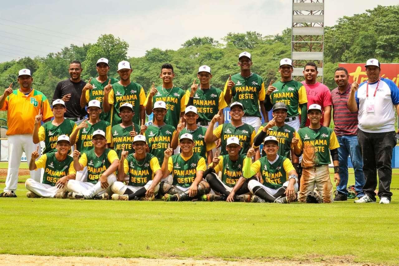 El equipo de Panamá Oeste celebra su triunfo. Foto: Pandeportes